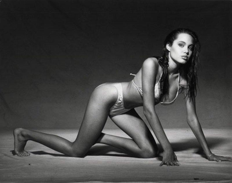 Angelina-Jolie-Young-in-Bikini-02