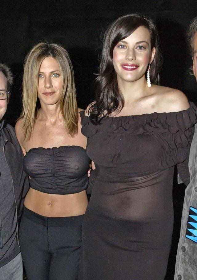 Jennifer-Anistons-Nipples-003