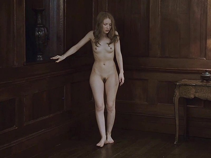 Emily-Browning-Naked-01