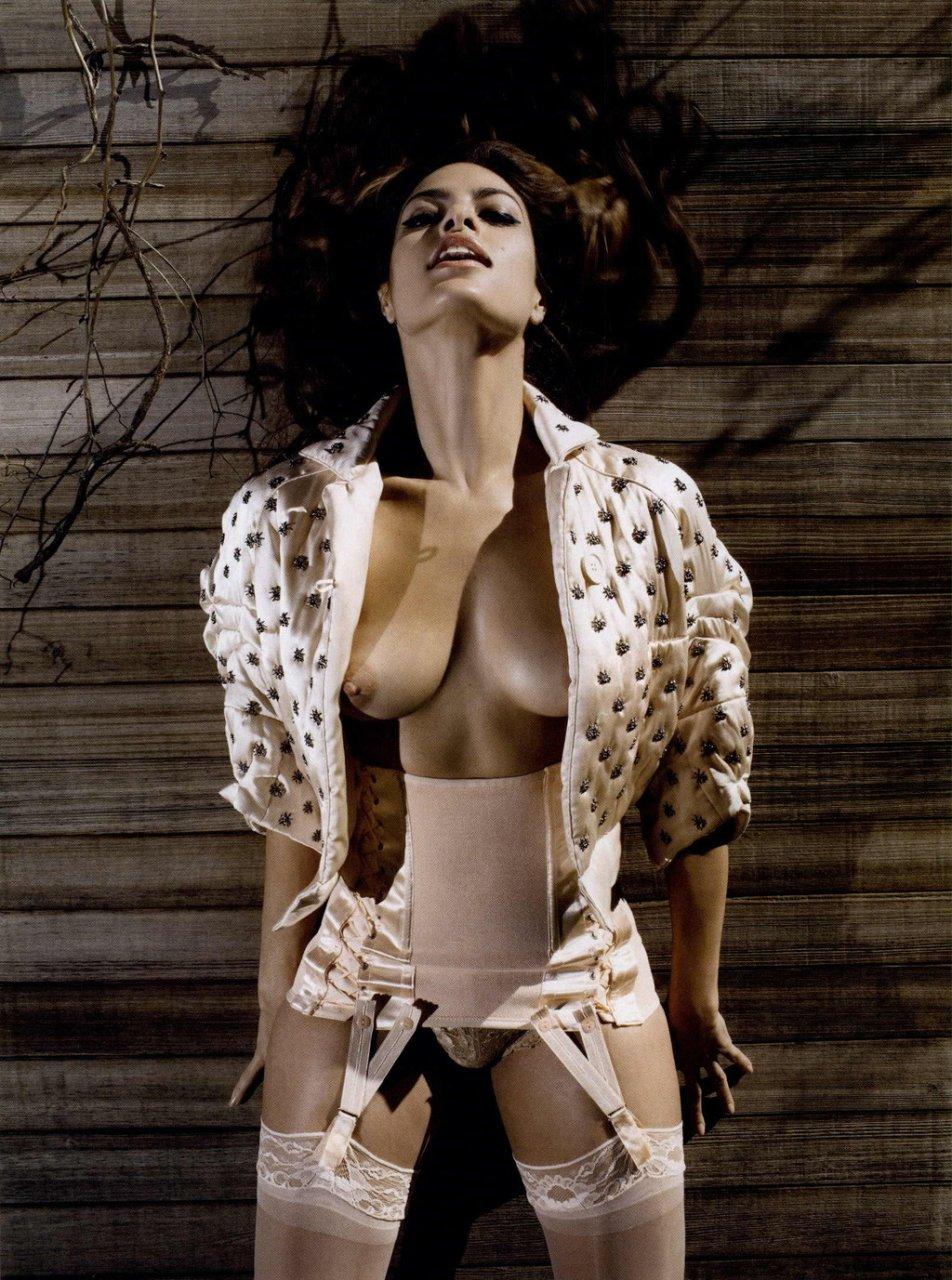 Eva-Mendes-Naked-10