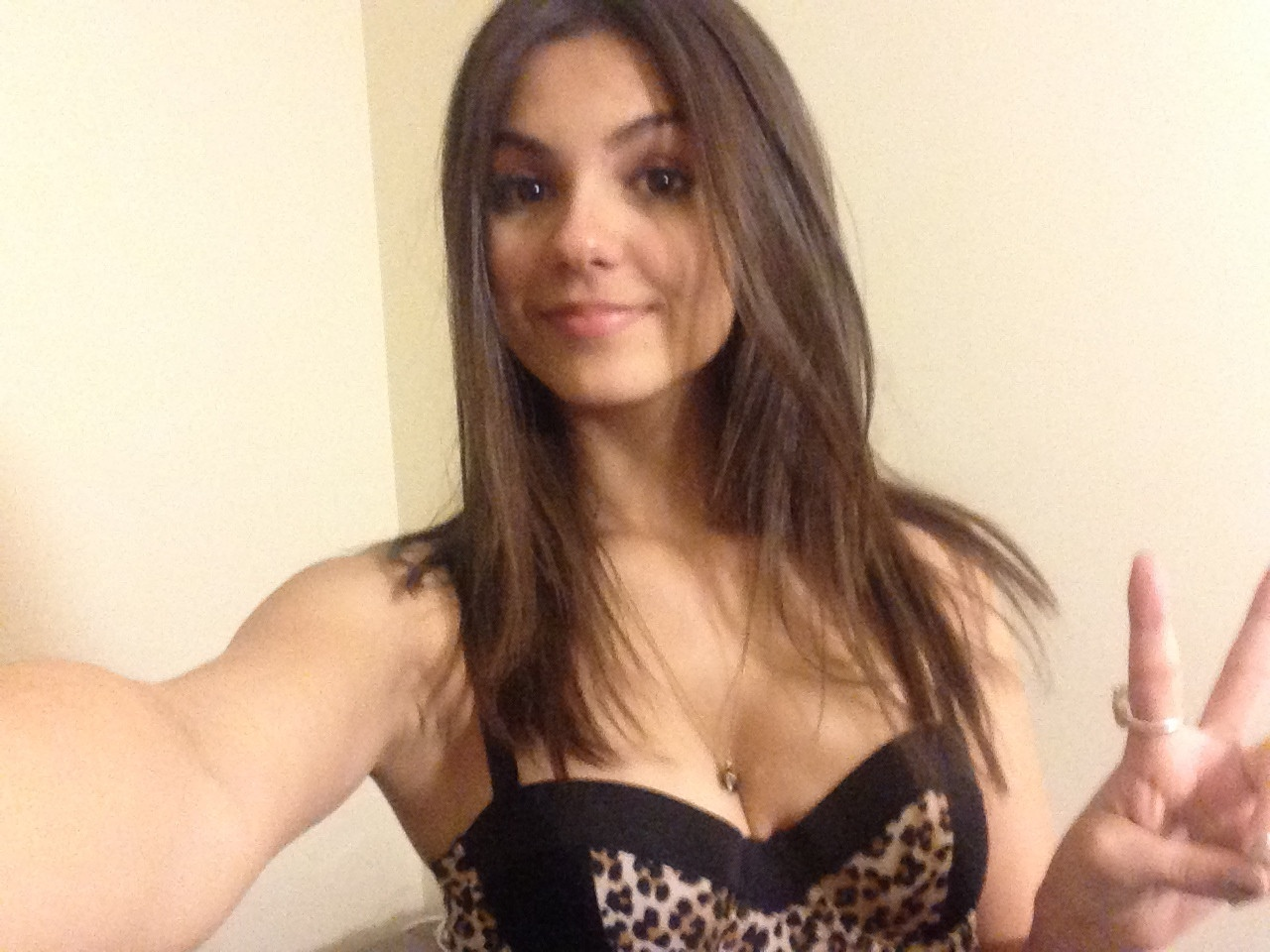 Victoria-Justice-Naked-021