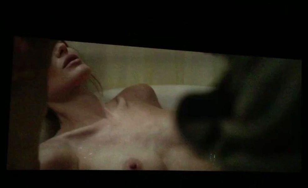 Angelina-Jolie-Topless-3