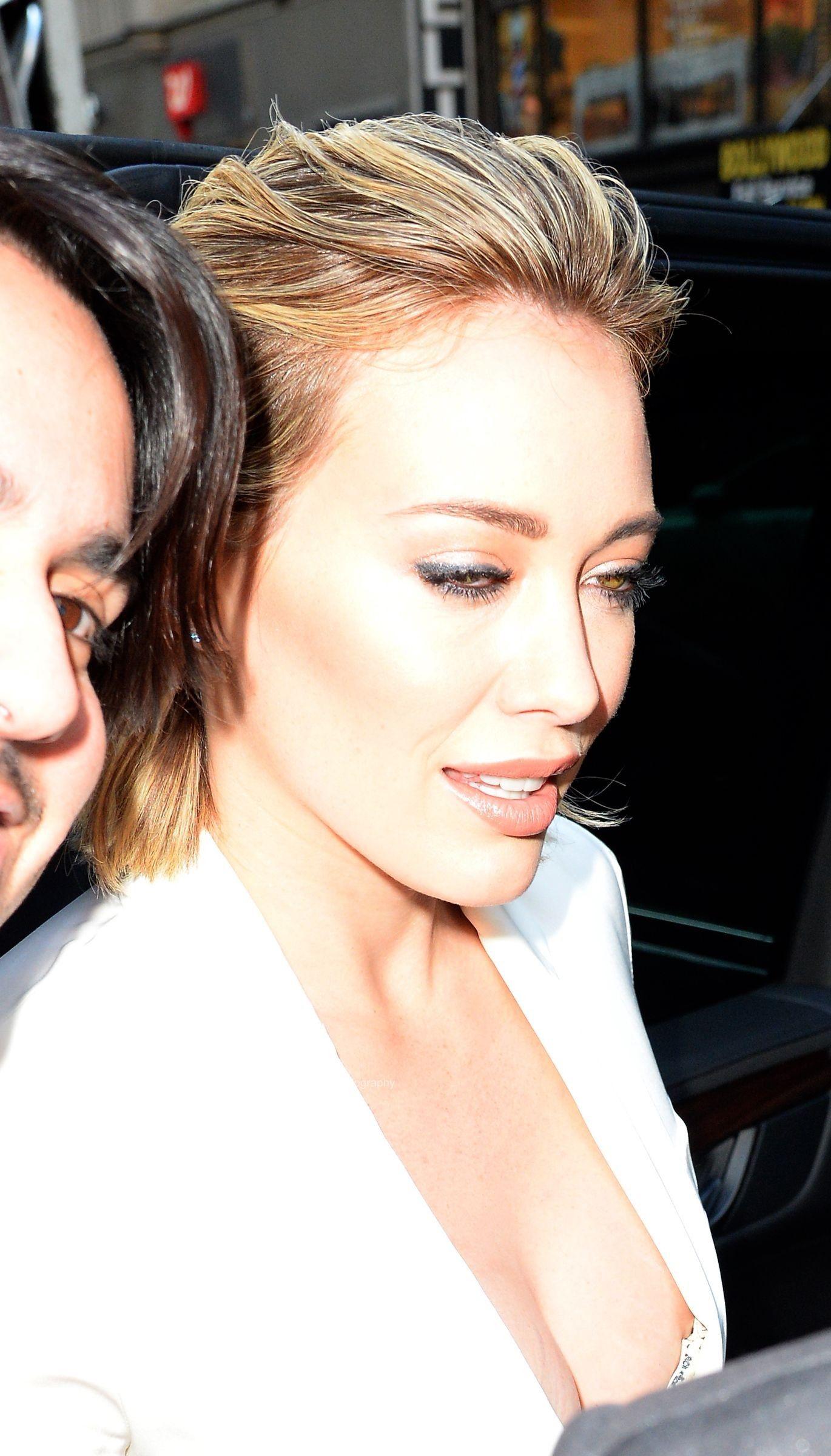 Hilary-Duff-Nipple-Slip-2