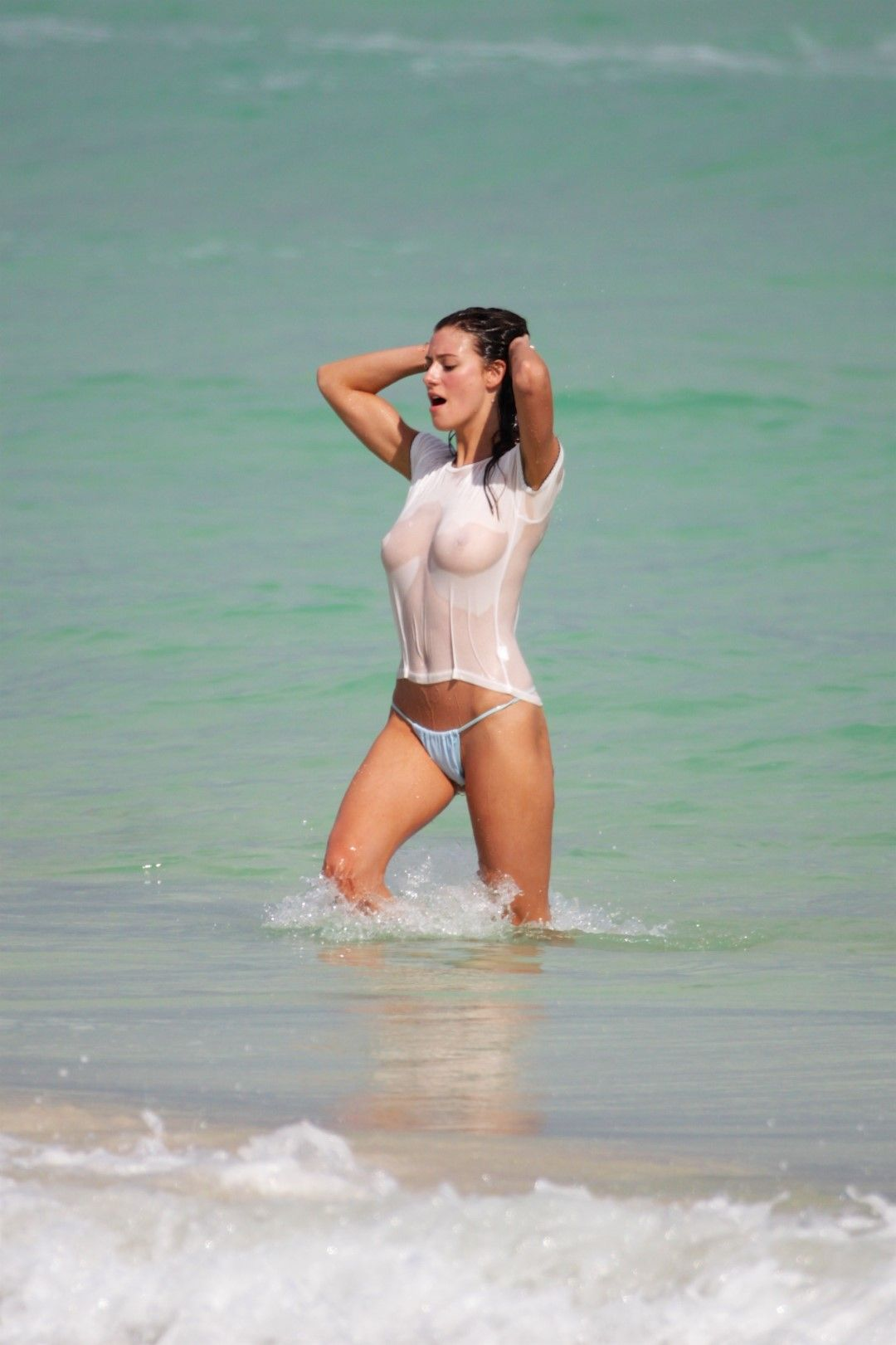 Alejandra-Guilmant-Topless-9