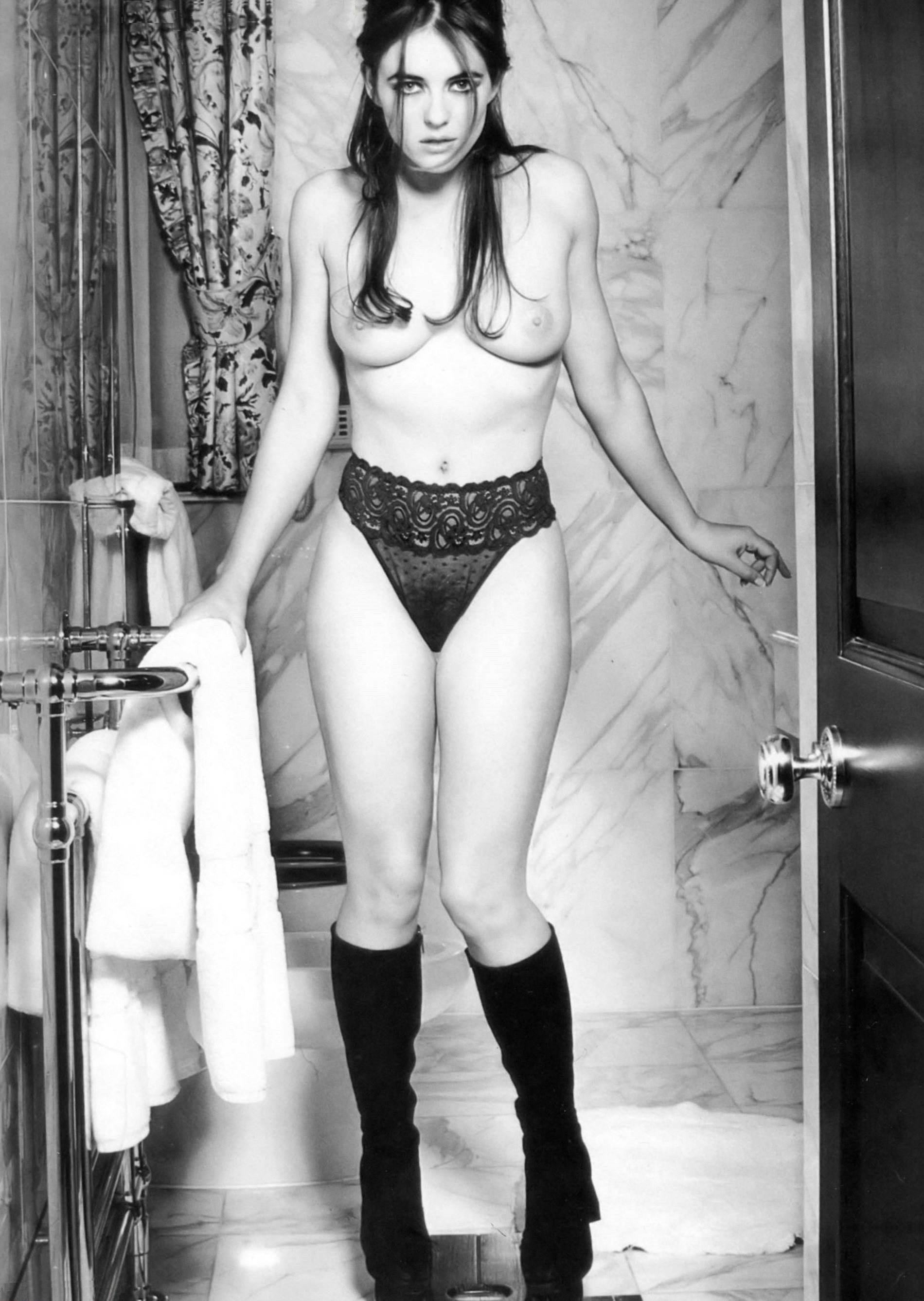 elizabeth-hurley-topless