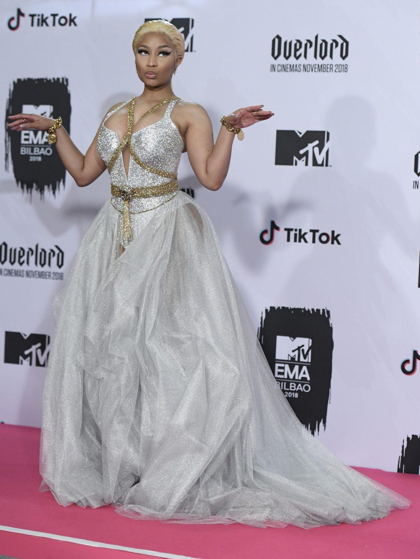 Nicki Minaj Cleavage girlfappening.com 1