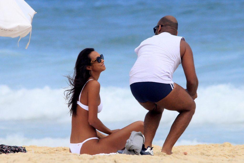 Lais Ribeiro Bikini girlfappening.com 1